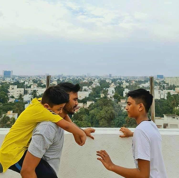 Dhanush and sons viral photo